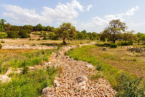 Rancho Sienna dry river bed trails